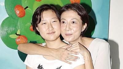 吴绮莉和女儿卓林。