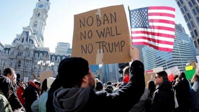 特朗普政府对伊斯兰教国家的难民实施入境禁令,引起部分民众不满。