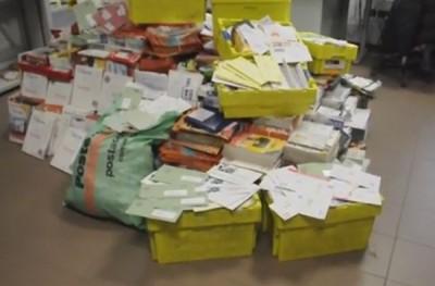 囤积信件达573公斤。