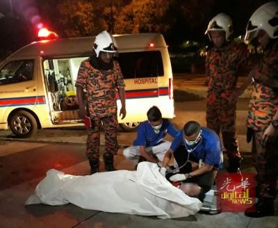 医护人员检查时,死者已没有生命迹象。
