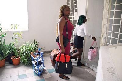 尼日利亚籍住户将搬离该单位。