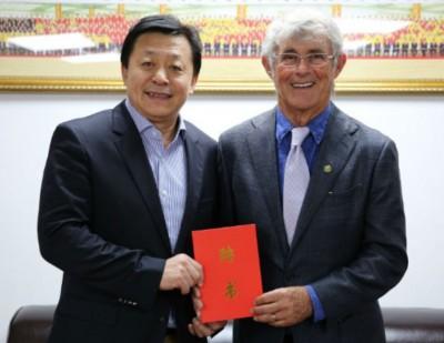 神奇教练米卢重返中国执教。