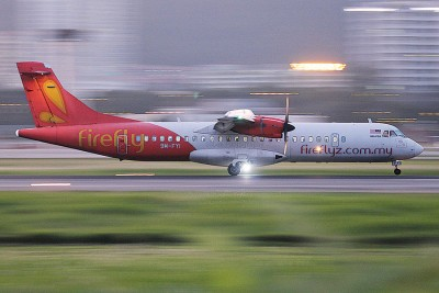 内部同样架于槟州国际机场起飞的班机(FY2095),于周五午后2常30分起飞后,原定3常30分降陆梳邦机场,只是因天气恶劣而被迫撤回。(档案照)