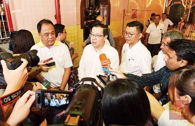 """林冠英表示,他将会针对国阵槟州主席邓章耀就海底隧道工程指州政府""""分文未付""""是项谎言的谈话,向邓章耀提出控告。"""