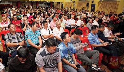 槟州马华于周四晚在槟华堂举办政治讲座,吸引不少民众的踊跃出席。