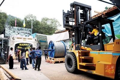 升旗山第四代缆车自2011年4月24日正式投入运作后,首度更换钢丝缆绳。