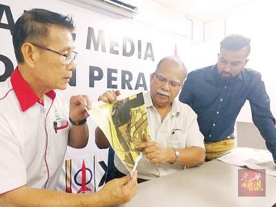 拉玛沙米向记者解释甘榜马尼斯问题所在,左为黄慧来及右为杰森。