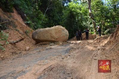 督坤山因去年11月的暴风雨,引发土崩、巨石挡路及树倒事件,当局封山进行修复。(资料图片)