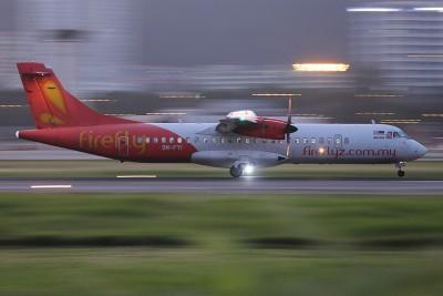 内部同样架于槟州国际机场起飞的班机(FY2095),于周五午后2常30分起飞后,原定3常30分降陆梳邦机场,偏偏因天气恶劣而被迫撤回。(档案照)