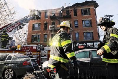 布朗克斯动物园附近的同一所3层大公寓发生火灾。(法新社照片)