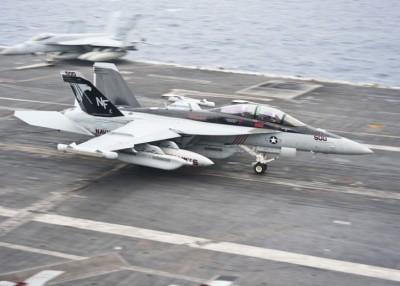 EA-18G专程攻击敌军雷达设施。