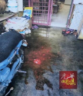 事主的住家遭到阿窿派人登门泼漆。