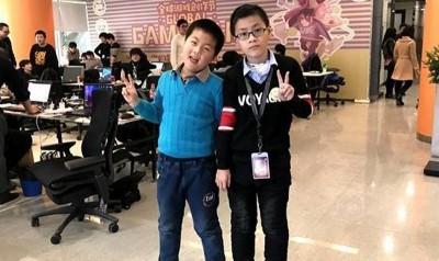 周宸宇(左)与刘小凡(右)一齐设计得游戏。