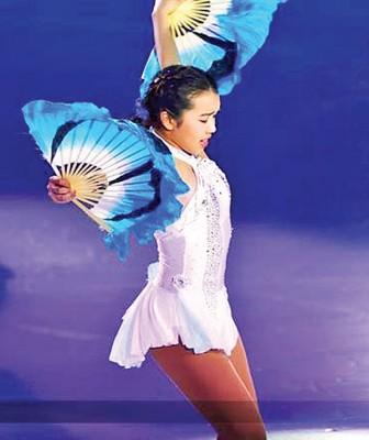 陈楷雯将传统乐曲《梁山伯与祝英台》的扇子舞融入表演当中。