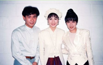 黄韵玲(右)难忘追星凤飞飞(中),左为黄品源。