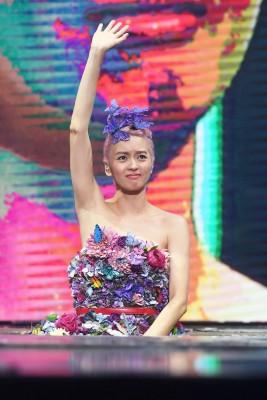 梁咏琪因开唱前不明说唱至少几篇与时间被罚。