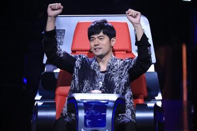 周董连4年担任《中国新歌声》导师。