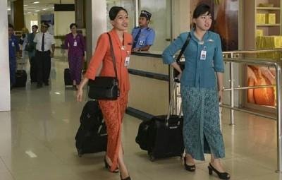 印尼发生航空公司表示,或许也飞往亚齐之空中小姐添加一套包括头巾的制服。(法新社照片)