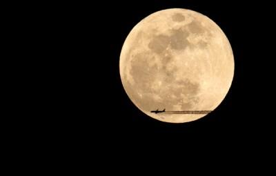 """华大部分地方还会欣赏到同轮""""吉月亮""""挂夜空的喜人景象。"""
