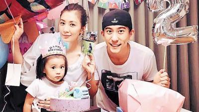 贾静雯和修杰楷吗幼女咘咘举办2东生日派对。