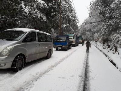 宜兰太平山积雪厚达10厘米。(中央社照片)