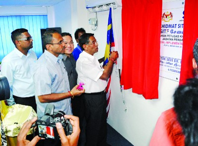 苏巴玛廉为特别执行工作队甘榜爪哇办事处主持开幕。