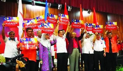 希联领袖敦马哈迪、旺阿芝莎、林冠英及末沙布为大会打气。