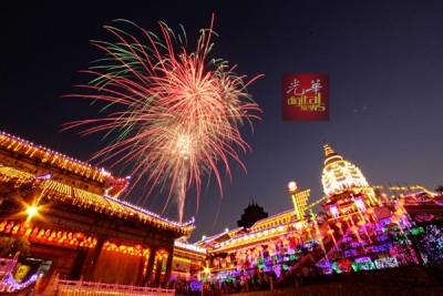 世纪古刹鹤山极乐寺亮起新春万佛光明灯,照槟城!