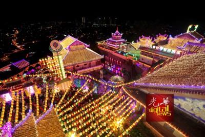 2万盏灯亮起,极乐寺等而来过新春。