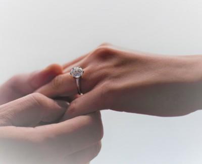 陆汉洋求婚成功,苟芸慧宣布喜讯。