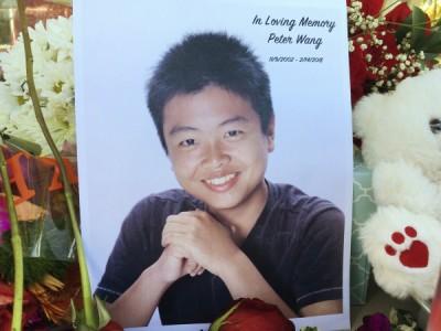 年仅15岁的王孟杰在佛州校园枪击事件中舍身救人,民众在白宫网站联署请愿,希望能以军礼安葬这位小英雄。
