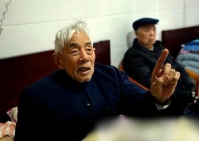 彭爷爷称不掉家是怕影响年轻人在农历新春假期底布。