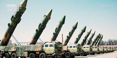 10枚东风21C导弹战备值班的画面。