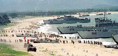 解放军经常举行登陆作战演习。