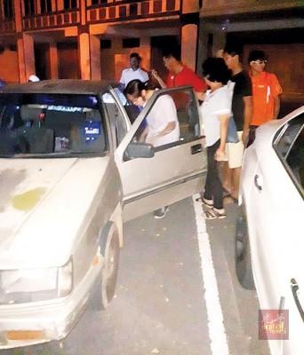 车主前往购物惊见汽车失窃,半小时后被发现弃于商业区后巷。