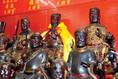 今年当值太岁新君为姜武大将军(身穿黄袍)。