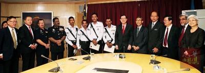 4名交警获得赞扬,州政府奖励每人250令吉。