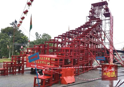 33尺8寸高的天宫座,初八晚4头醒狮及舞龙将在高处表演。
