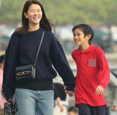 袁咏仪指魔童是个很善良的小朋友。