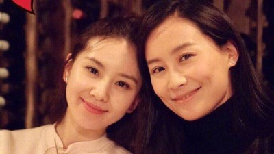 刘诗诗(左)跟陈法拉在纽约相聚。