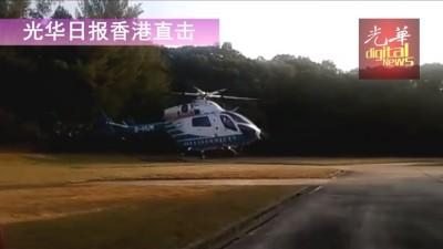 黄子华联同佘诗曼第一实行飞天任务,乘坐直升机从天而降。