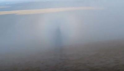 法国男子克莱门特(Florian Clément)以山丘上打到英雄人形出现在云端的奇景。