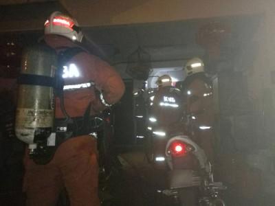 消拯员进入灾场。