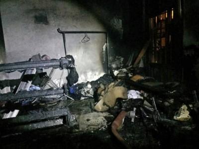 大火将现场许多家具烧毁。