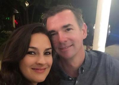 法拿根的妻子(左)在网上分享丈夫救人的过程。