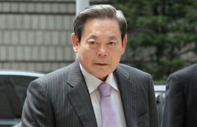 李明博一方否认全部指控。