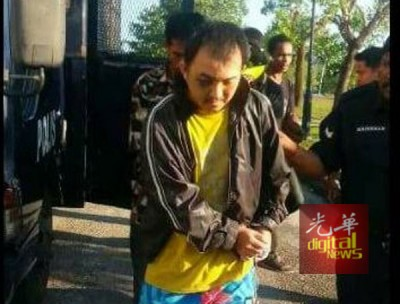 被告被押往双溪大年第二地庭,面对性侵儿童指控。