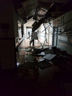 国军花莲附属医院内部天花板塌下。