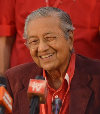 马哈迪:不爱国就会放弃国籍。