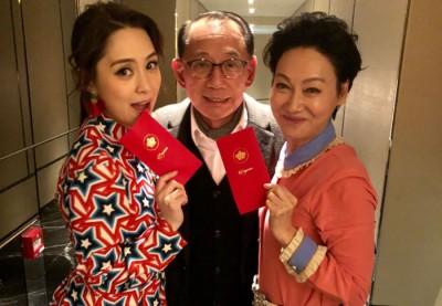 杨受成日前出席影后惠英红(右)58岁生日,正巧碰到刚宣布婚讯的准新娘阿娇。